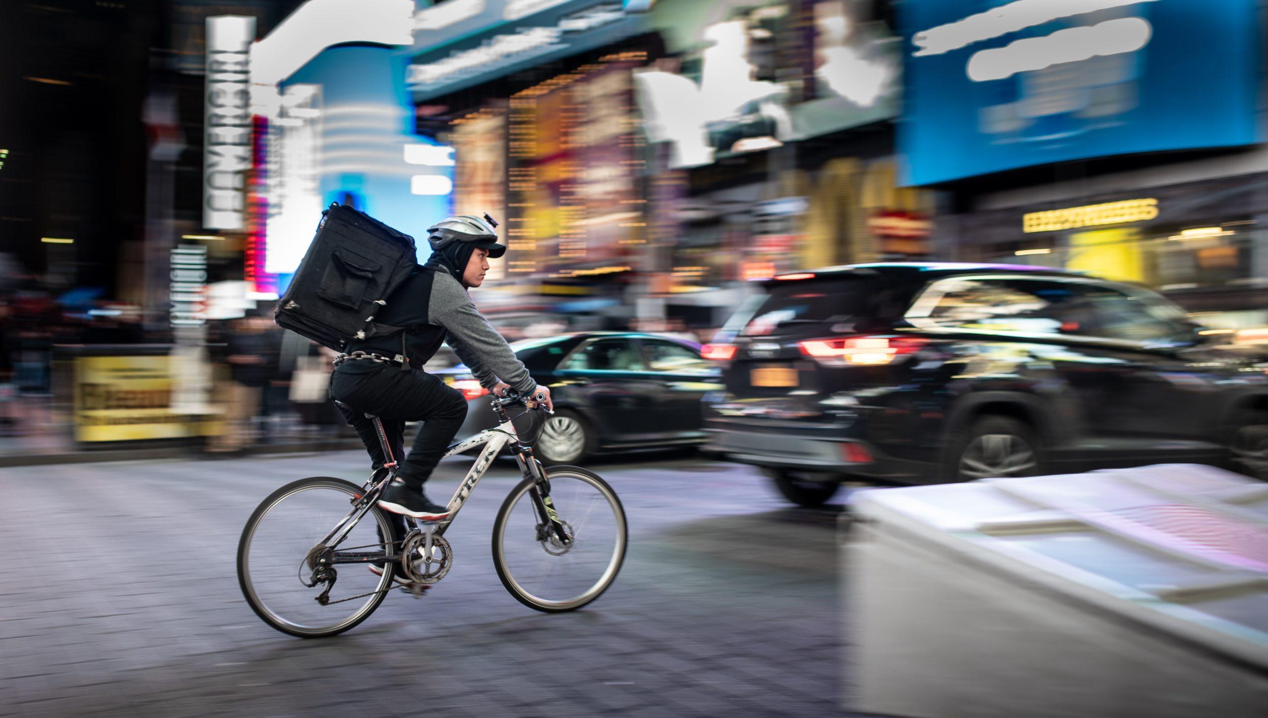 フードデリバリー自転車運び屋